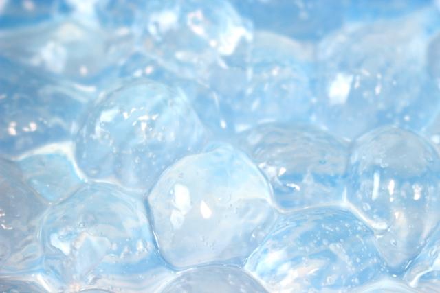 コラーゲンの形をそのままに水に溶解させたのがこの水溶性コラーゲンです。魚の骨や皮、うろこを原料として、匂いが少なく吸収性が高いのが特徴です。